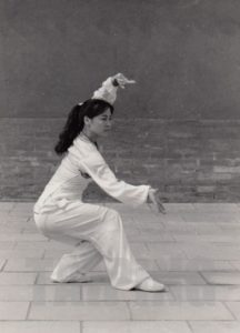 Read more about the article The Queen of Baguazhang – M. Ge Chunyan   戈春艷